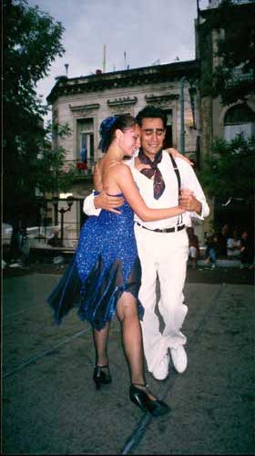 Argentina, Buenos Aires: Tango at the Plaza Dorrego