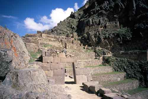Peru, Valle Sagrado (Sacred Valley of the Incas): The ruins of Ollantaytambo